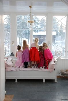 Aww.. lovely shot! remind me of my childhood - winter days in Damascus peering out the window with friends.... :)