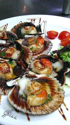zamburiñas Catfish Recipes, Tilapia Recipes, Seafood Recipes, Appetizer Recipes, Pescado Recipe, Xmas Food, Portuguese Recipes, Fish And Seafood, Holiday Recipes