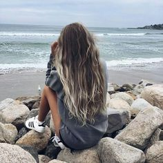 The first thing that comes to my mind when we talk about shade is the beautiful color of the cycles between the hair. The shaded hair colors, which have reached. Summer Photography, Photography Poses, Photography Ideas For Teens, Travel Photography, Tumbrl Girls, Foto Casual, Girl Haircuts, Insta Photo Ideas, Girls Life