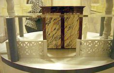 Model of the marble box (back) of Constantine for the Tomb of St Peter. Wooden Table Diy, Diy Table, Marble Box, St Peters Basilica, Entryway Tables, Saints, Model, Rome