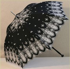 Papillon uses this to keep the color off her face Lace Umbrella, Vintage Umbrella, Under My Umbrella, Victorian Fashion, Gothic Fashion, Vintage Fashion, Love Vintage, Vintage Beauty, Charms