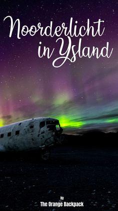 Het noorderlicht in IJsland is een van de magische natuurfenomenen die dit land te bieden heeft. Maar niet het hele jaar door, niet alle dagen en niet overal. Wij vertellen je in deze blog precies hoe je de unieke groene lichten van het aurora borealis te zien kan krijgen op jouw rondreis door IJsland. Van de beste plekken tot link naar handige apps tot fotografietips! #noorderlicht #ijsland #rondreisijsland #auroraborealis #poollicht #bucketlist Orange Backpacks, Northern Lights, Nature, Art, Art Background, Naturaleza, Kunst, Nordic Lights, Aurora Borealis