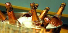Viktig med riktig temperatur på vin Belvedere Vodka, Barware, Champagne, Wine, Drinks, Wood, Filing, Drinking, Beverages