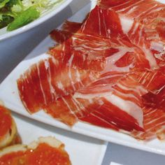 Jamón ibérico de bellota Grapefruit, Finger Foods, Preserves, Sausage, The Cure, Dishes, Ethnic Recipes, Spanish, Drinks