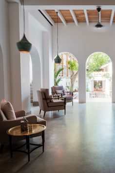 The breezy downstairs lobby opens out into a lush inner courtyard where 17th century traders once exchanged wares. #Indistay | Fort Bazaar, Sri Lanka