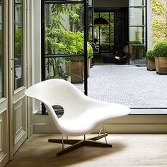 004: Vitra - CHA Eames Chaise Polyurethan weiss