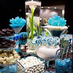 Wedding Candy Buffet Table Displays with ideas for colors and containers. If you are thinking about having a candy buffet this is a must read. Blue Candy Buffet, Candy Buffet Tables, Candy Table, Buffet Ideas, Dessert Tables, Dessert Buffet, Lolly Buffet, Candy Bar Wedding, Wedding Favors