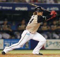 2012.08.02 10回日本ハム1死三塁、陽岱鋼が投手強襲の勝ち越し二塁打を放つ