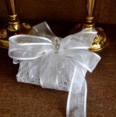 porta bem casado, bem recebido, bem nascido em renda branca. Romantismo, delicadeza, luxo branco.
