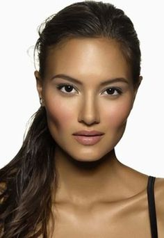 What a gorgeous, natural makeup look! // Image: Bobbi Brown via So Feminine #beauty #makeup #bride