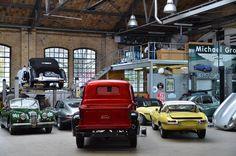 Coffee Break in Classic Remise Car Exhibition Berlin #berlin #travel #berlinbejby #germany #classic #car #classicremise #exhibition #coffee #coffeebreak #interior #nikon #nikonphotography #tamron