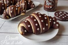 CORNETTI PAN DI STELLE CON IL BIMBY Sweet Recipes, Snack Recipes, Dessert Recipes, Snacks, Love Eat, I Love Food, Croissant Recipe, Tasty, Yummy Food