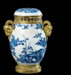 Jarre couverte en porcelaine bleu blanc monté en bronze doré, Chine, Époque Transition, circa 1640-1650