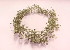 DIY Baby's Breath Flower Crown ✖✖✖✖✖✖✖✖ sew-much-to-do: a visual collection of sewing tutorials/patterns, knitting, diy, crafts, recipes, etc.