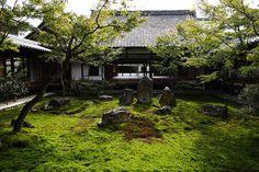 The garden in Zen temple by Teruhide Tomori (very busy), via Flickr