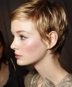 Haare Stil There are many ways to create a funky jazzed style for short hair. Short Hair Cuts, Short Hair Styles, Super Short Hair, Messy Pixie Cuts, Shaggy Pixie Cuts, Very Short Pixie Cuts, Short Cropped Hair, Short Blonde Pixie, Pixie Crop