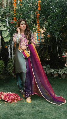 Shadi Dresses, Pakistani Formal Dresses, Pakistani Dress Design, Pakistani Outfits, Indian Outfits, Pakistani Designers, Indian Dresses, Stylish Dresses For Girls, Stylish Dress Designs