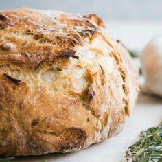 Ξέμεινες από μαγιά; Το κόλπο που θα κάνει το ψωμί σου να φουσκώσει στη στιγμή - Γεύση & Συνταγές - Athens magazine Indian Bread Recipes, Easy Bread Recipes, Beginners Bread Recipe, Bread Gifts, 90 Second Keto Bread, Breakfast Recipes, Dessert Recipes, Filling Snacks, Rustic Bread