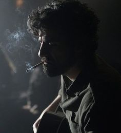 Oscar Isaac in Inside Llewyn Davis, directed by The Coen Brothers Oscar Isaac, Smoke Photography, Portrait Photography, Film Noir Photography, Monochrome Photography, Photomontage, Image Cinema, Make A Character, Films Cinema