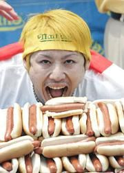 Kobayashi looking a little preserved. How To Make Sausage, Dog Eating, World Records, Hot Dogs, The Incredibles, Food, Essen, Meals, Yemek