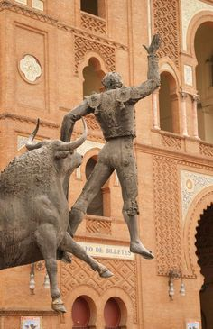 itinerario Spagna Places To Travel, Madrid, Lion Sculpture, Europe, Statue, Wanderlust, Art, Art Background, Destinations