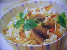 My mistake : Not 1/2 tbsp soy sauce, it's actually 1 1/2 tbsp soy sauce.    Ingredients for serving 3 - 4 (3~4人分)    For Dashi stock  : 300ml water (300cc 水)  : Konbu kelp (昆布)  : Katsuobushi Bonito flake (かつお節)    : 50g carrot (にんじん)  : 2 Shiitake mushroom (しいたけ2枚)  : 50g Konnyaku (1/3蒟蒻) http://en.wikipedia.org/wiki/Konnyaku  : 80g Chicken (鶏肉...