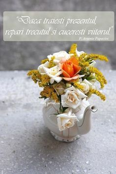 present # past # future – Nicewords Flower Qoutes, Live In The Present, Spiritual Quotes, Dory, Vintage Flowers, Cool Words, Past, Presents, Table Decorations