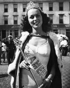 Miss America winner Bess Myerson in Atlantic City, (Alfred Eisenstaedt/Getty Images). In few brands wanted a Jewish American to endorse their goods Miss America Winners, School Jersey, Jewish History, Women's History, Family History, Miss Usa, Great Photographers, Atlantic City, Beauty Pageant
