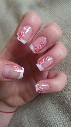 http://nailartgallery.nailsmag.com/bl00dflowerz/photo/392908/flowers