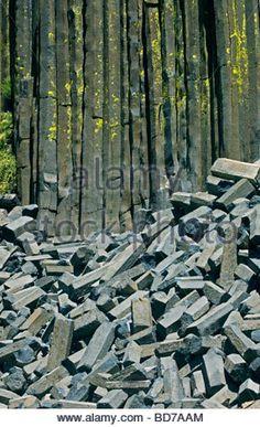 columnar-basalt-devils-postpile-national-monument-mammoth-lakes-area-bd7aam.jpg (286×470)
