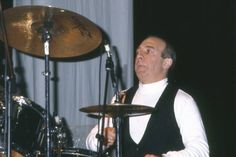 Henry Spinetti (March 31, 1951) British drummer, o.a. known from the band The Herd.