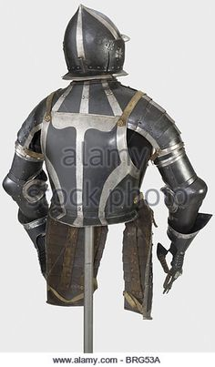 a-black-and-white-three-quarter-armour-nuremberg-circa-154050-burgonet-brg53a.jpg (Изображение JPEG, 316 × 540 пикселов)