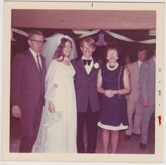70 Interesting Vintage Color Snapshots of Weddings in the 1970s