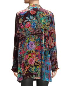 Mexican Outfit Discover Johnny Was Plus Size Dream Floral-Print Velvet Easy Tunic Edgy Outfits, Pretty Outfits, Cool Outfits, Mexican Outfit, Over 50 Womens Fashion, Glamour, Johnny Was, Timeless Fashion, Floral Prints