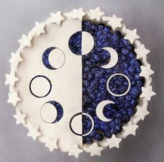 Moon phase cake by Naturally.jo #skullnique #loveskulls #skull #skulls #fashion #skulllover #skeleton