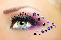 Pretty purple smokey eye make-up with creatively placed crystal accents. Makeup Fx, Jewel Makeup, Beautiful Eye Makeup, Beautiful Eyes, Beautiful Females, Maquillage Halloween Simple, Music Festival Makeup, Dance Makeup, Purple Smokey Eye