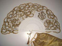 Abanicos de Novia Concha Barral Antique Fans, Vintage Fans, Victorian Women, Victorian Era, Hand Held Fan, Hand Fans, Hot Flash Remedies, Vintage Accessories, Fashion Accessories