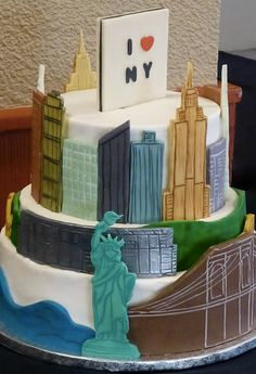 Awesome New York Cake Featuring Era Appropriate Buildings Nyc City Painted