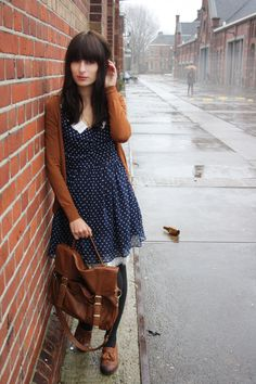 Blue polka dot dress with burnt orange cardigan. Orange Cardigan Outfit, Cardigan Outfits, Dress With Cardigan, Pretty Outfits, Fall Outfits, Cute Outfits, Look Fashion, Autumn Fashion, Fashion Outfits