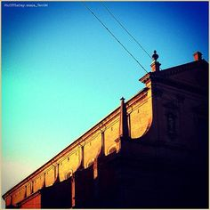 Chiaroscuro Ferrarese. La #PicOfTheDay #turismoer di oggi ammira i giochi di luce e ombra sulla #Chiesa di #SanDomenico, uno dei luoghi più misteriosi di #Ferrara  Complimenti e grazie a @sara_faccini / #Ferrara's #Chiaroscuro. Today's #PicOfTheDay #turismoer admires the tricks of light & shade on #SanDomenico #Church, one of the most mysterious places in the city  Congrats and thanks to @sara_faccini