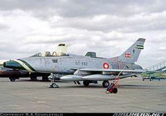 North American TF-100F Super Sabre aircraft picture