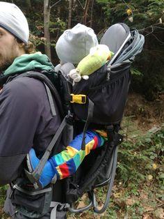 Für Bergliebhaber ein unverzichtbares Tool- die Kraxe. Die Vor- & Nachteile der  Deuter Kid Comfort 3 findet ihr auf adventuremo.de genauso wie viele Anregungen wohin ihr die Trage ausführen könnt ;) Gadgets, Backpacks, Adventure, Bags, Kids, Handbags, Dime Bags, Women's Backpack, Fairy Tales
