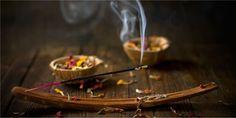 10 Rituales naturales para limpiar tu hogar de energía negativa. - Saludable.Guru