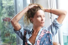 One of our fave Foam cover girls, model/actress/hippie-at-heart Erin Wasson sat down with Into the Gloss and dishes about her enviable style (tip: go to thrift stores) and beauty routine (she only. Erin Wasson, Kendall Jenner Outfits, Models Off Duty, Miroslava Duma, Victoria Beckham, Alexander Wang, Kim Kardashian, Boho Beautiful, Beautiful Body