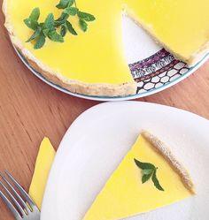 Lemon pie with mint / Citromos pite menta díszítéssel