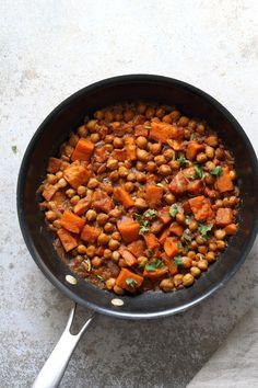 Harissa Chickpea Stew with Sweet Pot 30 Min Moroccan Chickpea Stew. Use seasonal veggies, lentils for variation Vegan Glutenfree Soyfree Nutfree Recipe Delicious Vegan Recipes, Raw Food Recipes, Healthy Recipes, Vegan Meals, Vegan Food, Vegetarian Recipes, Chickpea Stew, 30 Minute Meals, Sweet Potato