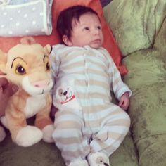 Mi bebe león y su peluche bebe león