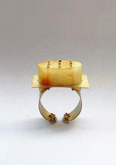 rings / Beate Klockmann - Ice on Fire: Gold, Plexiglas. 2005