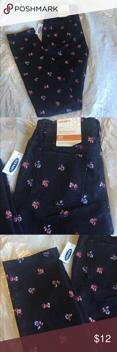 Old navy girls leggings sz 12 Adorable denim jeggings with a floral pattern. Rock star style. Old Navy Bottoms Jeans