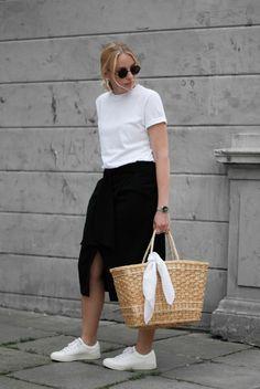 White t-shirt, black Wrap skirt, White sneakers, Straw bag, Monochrome look Streetstyle Minimal Blogger Cecilie Krog Danish Bykrog Hvisk